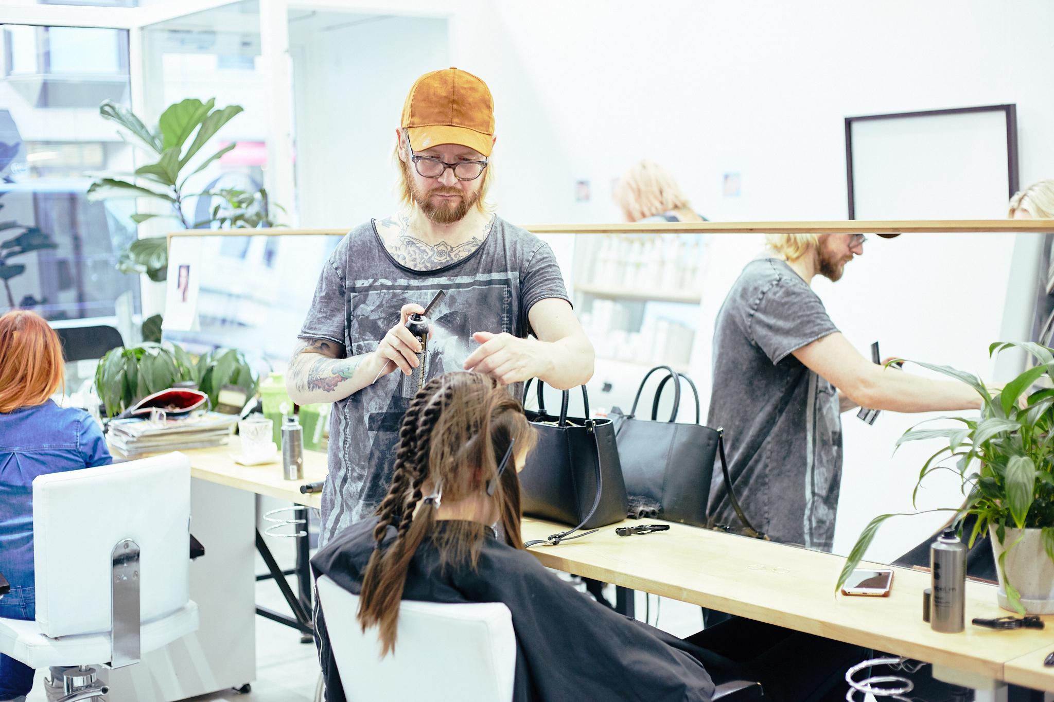 Q_hair_näytös 45