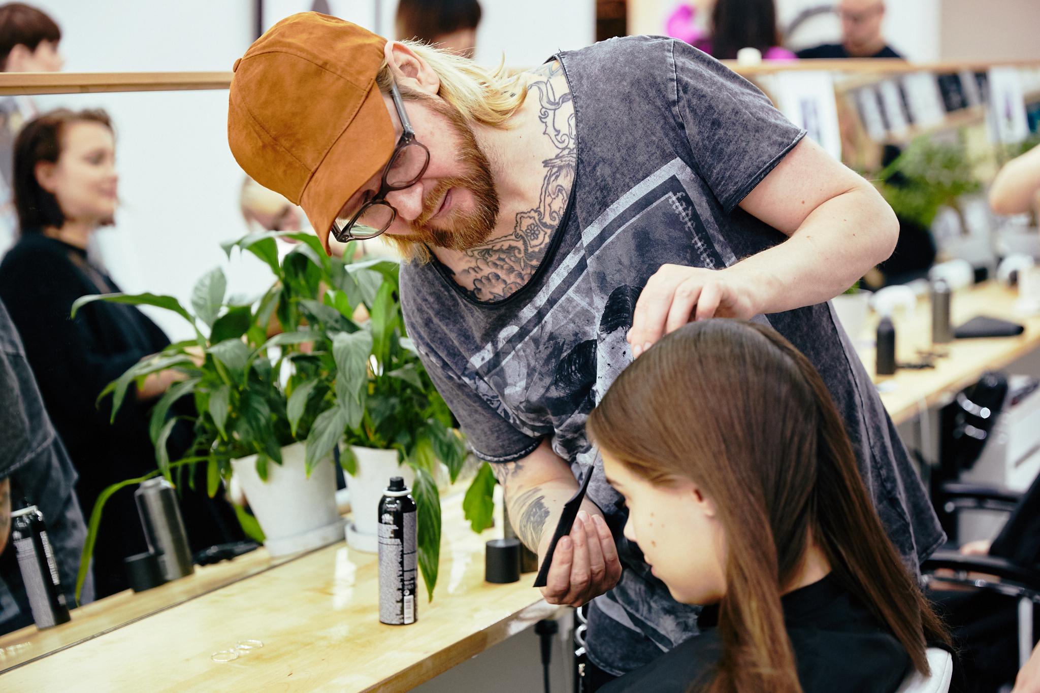 Q_hair_näytös 9